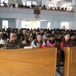 Wabup RD Bersama Istri, Beribadah Minggu di GMIM Petra Sawangan